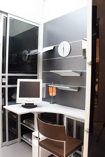 רהיטים בהזמנה אישית לא תמיד יהיו יקרים <br/>יותר ממוצר קיים, פינת עבודה מבית דקור (צילום: יח