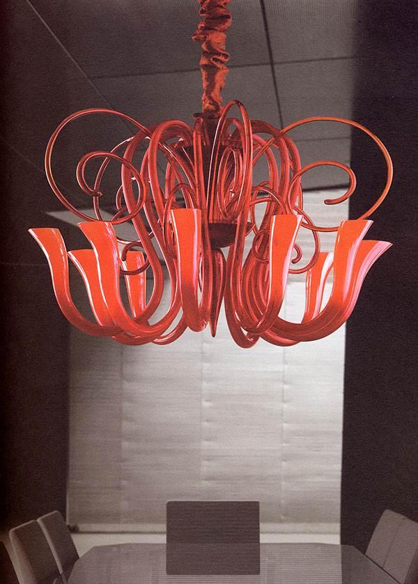 דגם CARLESSO, שנדלייר מפותל באדום בוהק,