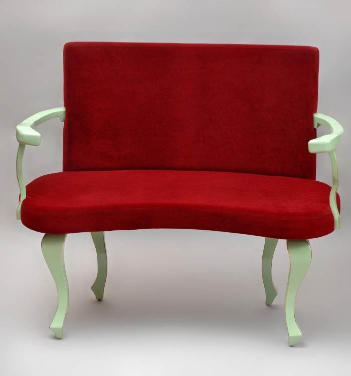 ניתן להצטייד ברהיטים המעניקים תחושה זוגית, כורסא רומנטית לשניים,