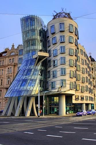 הבניין גינגר ופרד בפראג, בתכנון האדריכל פרנק גרי, (צילום: rossignol.cream.org)