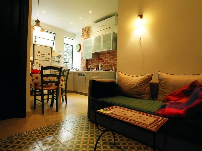 חלל המגורים בדירת הבת, (צילום: מעוז ברדה)