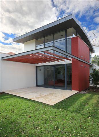 בניה ירוקה היא גישה מערכתית כוללת לתכנון, בניה ותפעול של בתים, בית המבוסס על גישה ירוקה, בתכנון האדריכל <a href=http://www.adira.co.il/pro/Expert.php?C=אהרון%20טיטינגר%20אדריכלים&ExpID=729&StyleID=&SpaceID=&Page=&from=2>אהרון טיטינגר</a>