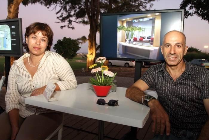 האדריכלים יולי וסרג בן דוד שהציגו באירוע, (צילום: עופר עמרם)