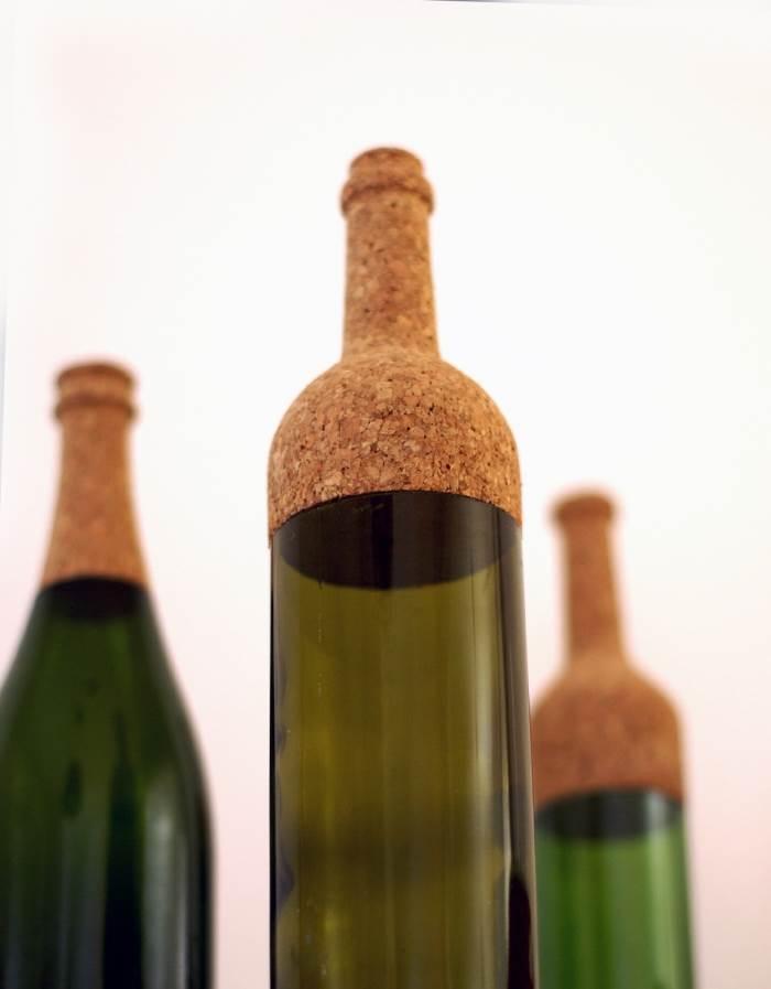 בקבוקים המשלבים זכוכית ושעם בעיצובו של המעצב הישראלי יובל טל, (צילום: יח