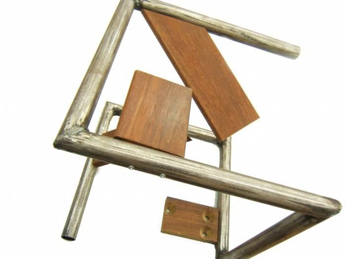 האדריכל דן רוטשילד שילב בין פלדה ועץ ויצר יצירה אבסטרקטית, (צילום: יח