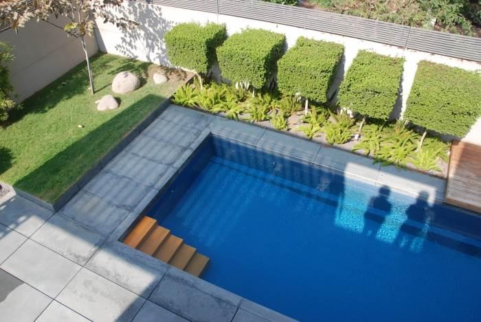 בריכה בוילה בתכנון אדריכל איל בלייוייס ואדריכלית פנים ניקי בלייוייס, (צילום: Fine Arc)