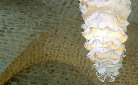 גוף תאורה תלוי עשוי חומרים טבעיים, חברת קמחי תאורה, (צילום: יח