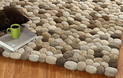 שטיח במראה חלוקי נחל של חברת SHARDE, זכה בתחרות עיצוב בגרמניה במקום הראשון, להשיג בחנות הבוטיק