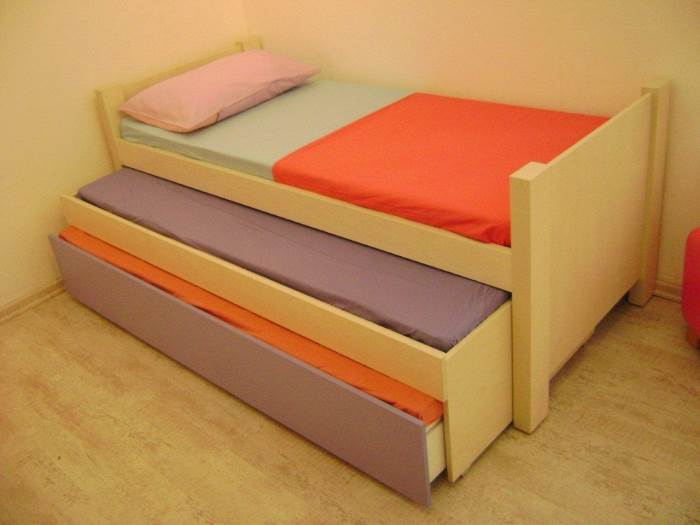 מיטה משולשת, מכילה 3 מיטות וארגז מצעים, להשיג בחברת רהיטי דורון במחיר 2,200 ש