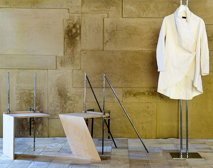 המיצג של מעצב האופנה רונן חן, בתערוכת
