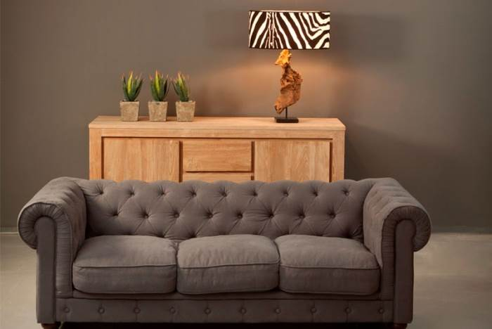 ספה תלת מושבית בדוגמת קפיטונאז