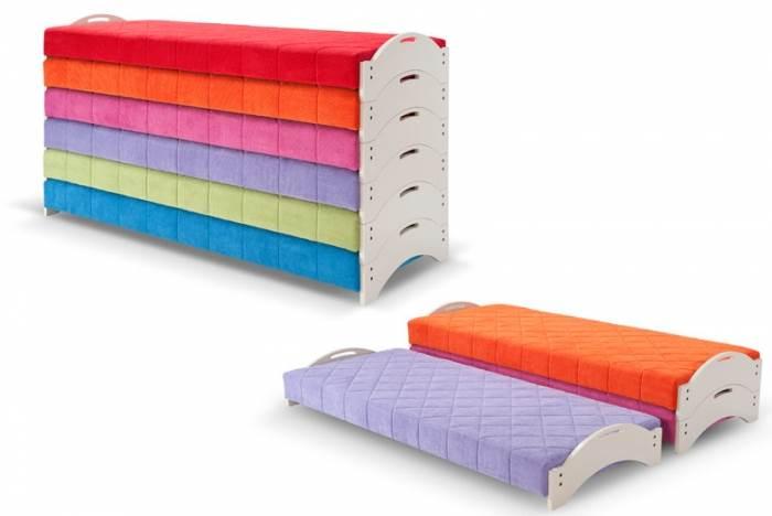 מזרנים צבעוניים הנערמים האחד על השני, מתאים למשפחות מרובות ילדים ולחללים קטנים. מיטת הקינדר של חברת וידר (צילום: יח