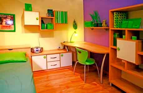 חדר נוער סטנדרטי שנצבע בצבעי סגול וצהוב יכול להפוך בן רגע לחלל צבעוני ומעניין (התמונה באדיבות נירלט)