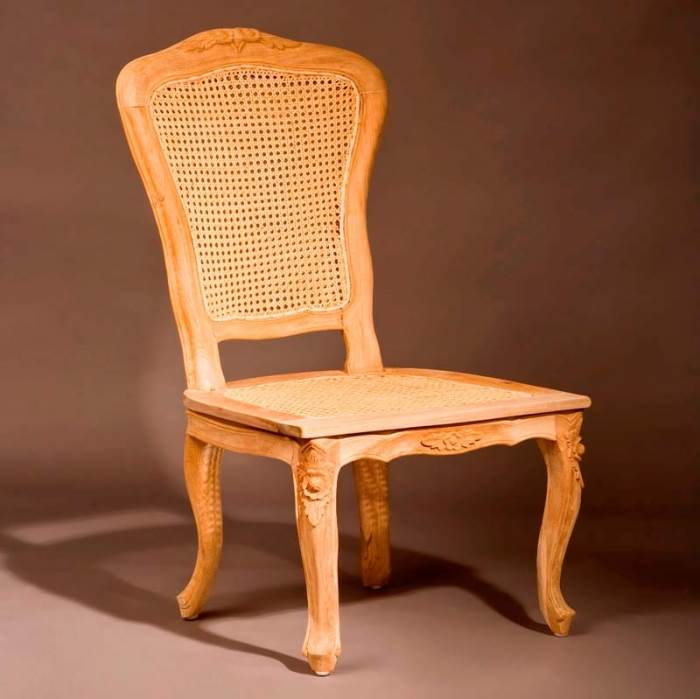כיסא בסגנון פרובנס של גלריית וסטו. ריהוט עתיק שמשתלב בחיים המודרניים (צילום: אלעד גונן, סטודיו שגב)