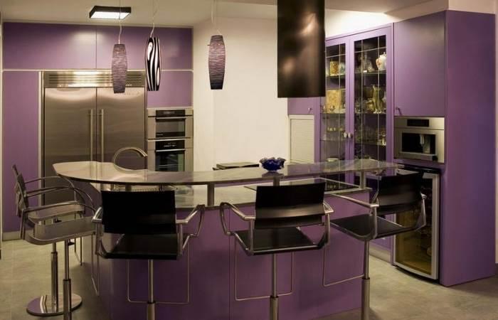 מטבח בצבע סגול בעיצוב ורד גתר בייצור אמבויה (צילום: יח