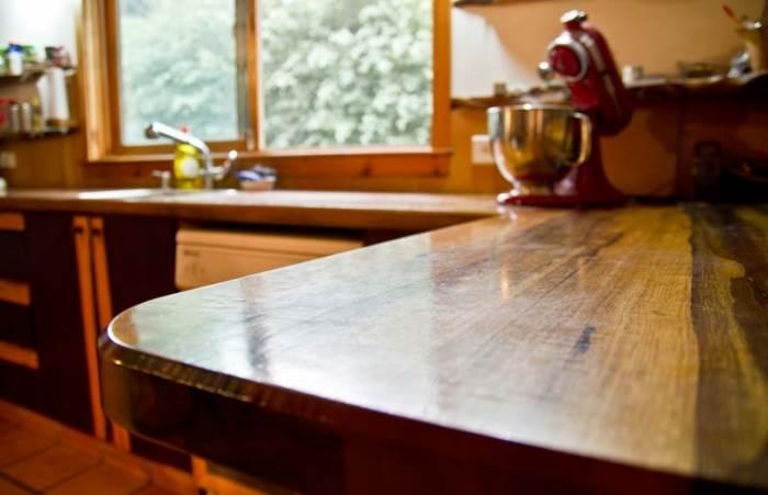 משטח עבודה למטבח עשוי מעץ אגוז ברזילאי (צילום: יניב ברמן, xnet)