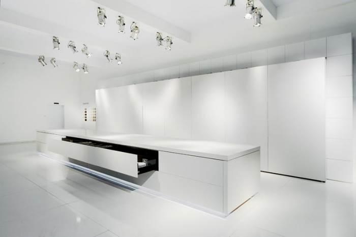 גם במטבח ניתן ליצור טוטל לוק עם חיפוי זהה לארונות, לרצפה ולקירות (צילום: יח