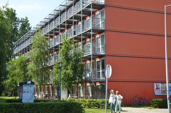 וגם זה - ממכולות. מעונות סטודנטים בהולנד (צילום: אורית פנחס)