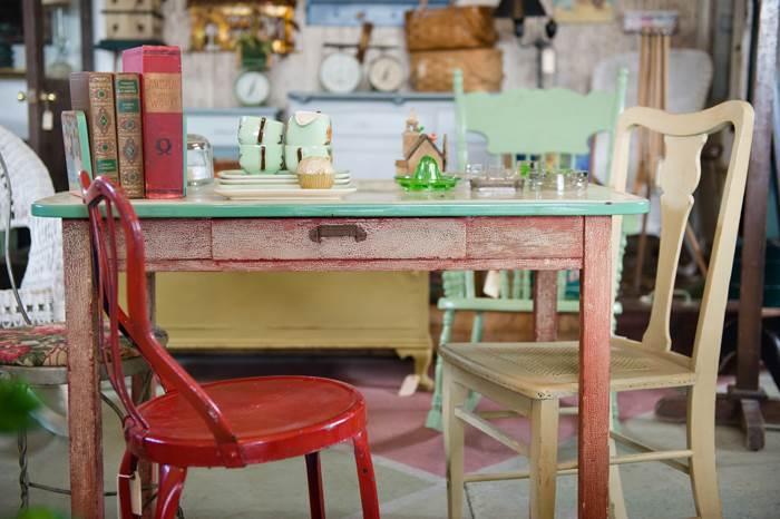 רהיט נגוע אחד שאנחנו מכניסים הביתה יכול להזיק לכל התכולה. רהיטי עץ (צילום: נירית גור קרבי)