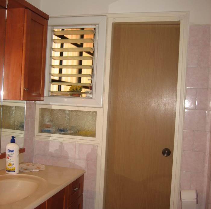 חדר האמבטיה לפני השיפוץ