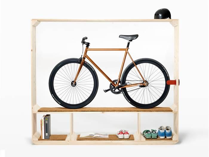 אופניים, ספרים וכמובן נעלי מעצבים. הארון על פי תומס ויילד | מחיר: 1,570 פרנק שוויצרי (צילום: Philipp Hänger)