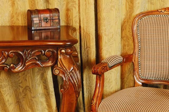 לבדוק את החיבורים - הערכת עתיקות של רהיטים