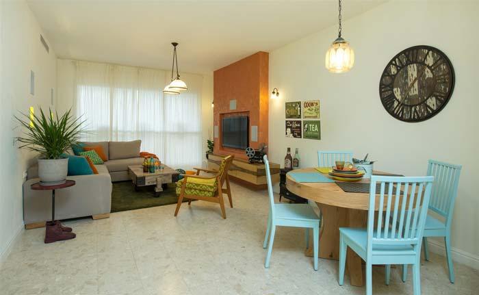 הסלון ופינת האוכל- צבעוניות לצד קלאסיות