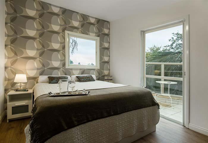 חדר השינה - פרקט עץ ורוגע עם טפט תואם