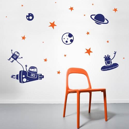לכל חדר אפשר להוסיף מדבקות צבעוניות   - ומשמחות. באדיבות חברת Look.co.il