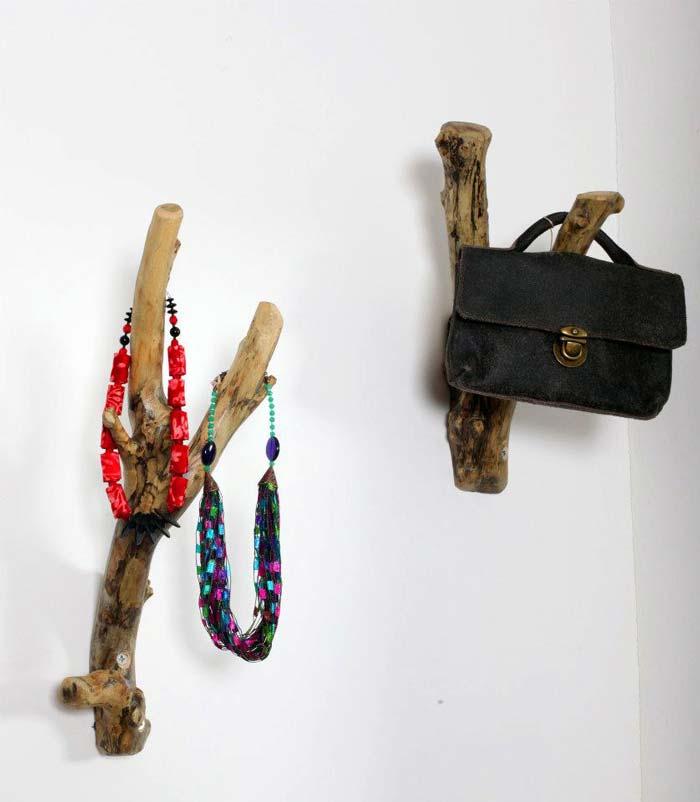 מתלים מענפים - אריק גוטמן נגרות ועיצוב. צילום: ענבל רוז
