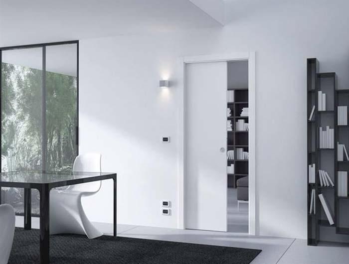 דלת הזזה יכולה לחסוך הרבה מקום: עוד שיקול בבחירת דלתות פנים- דלת פנים של חברת לה פורטה. צילום: יח