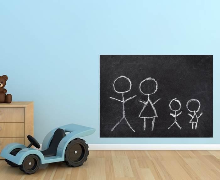 כדי שהילדים לא יציירו על הקירות- מדבקה מחיקה של לוח. צילום: לוח וגיר