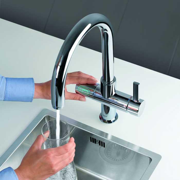 מערכת המסננת את המים בברז חוסכת מקום במטבח - GROHE Blue