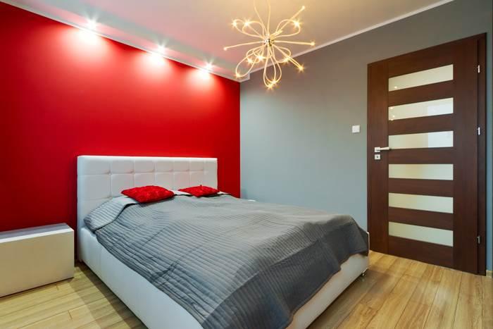 גליה לביא, יועצת פנג שואי בכירה, ממליצה שלא לשלב צבעים דומיננטיים כמו אדום בחדר