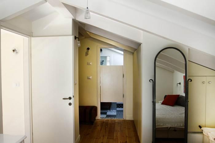 מבט מתוך חדר השינה של ההורים אשר מוקם בגלריה