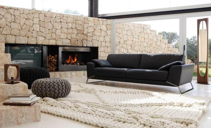 שטיח בסופר טקסטורה של צמר- לרצפה כבר לא יהיה קר.  להשיג בפיטרו הכט.