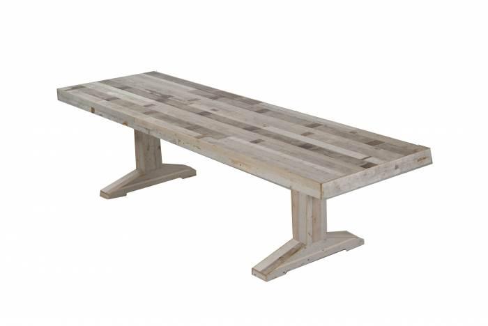 שולחן אוכל של המעצב ההולנדי PIET HEIN EEK. ורסיה מודרנית ונפלאה לשולחן האבירים הקלישאתי. להשיג בהביטאט.