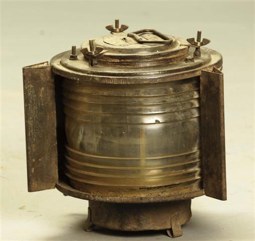 לא רק רהיטים: מנורת נחושת עתיקה בגוון זהב. הימלאיה - אוצרות מהמזרח