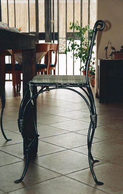 לרהט בברזל: כסא ברזל בנפחות מבית רוםסן - אומנות הפרופיל הבלגי.