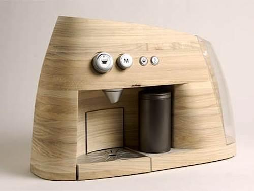 מכונת אספרסו מקורית מעץ בעיצוב משותף של המעצבים   Øystein Helle Husby, Audun Grimstad, Mariko Kurioka Rohde ו- Åsne Kydland