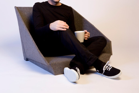 לפתוח ולהתרווח: כיסא מתקפל, יצירתו של המעצב Kawamura Ganjavian