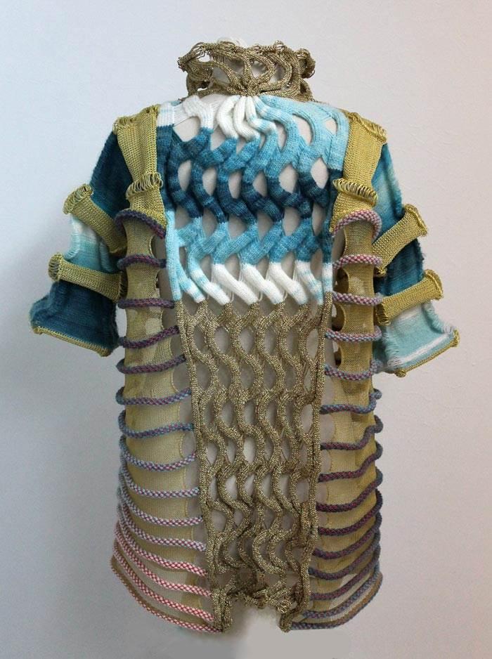 איריס ארד, מעצבת טקסטיל שמתמחה בסריגה לעולם האופנה ועיצוב הפנים. ז