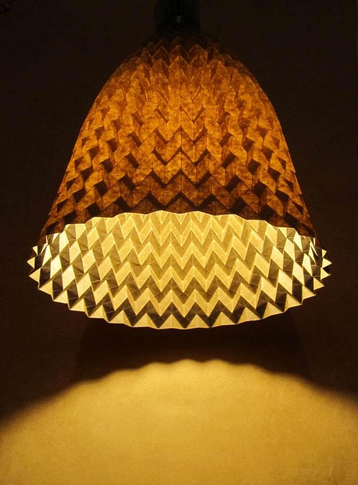 סטודיו ויהי (קטרינה ברנד וצורי גוטליב). מנורת הפעמון בעבודת יד מפורניר. צילום: סטודיו ויהי.