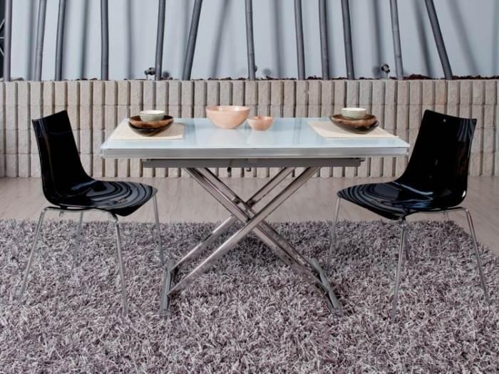 וכך נראה השולחן כשהוא משמש כשולחן אוכל; שולחן נפתח של בלורן
