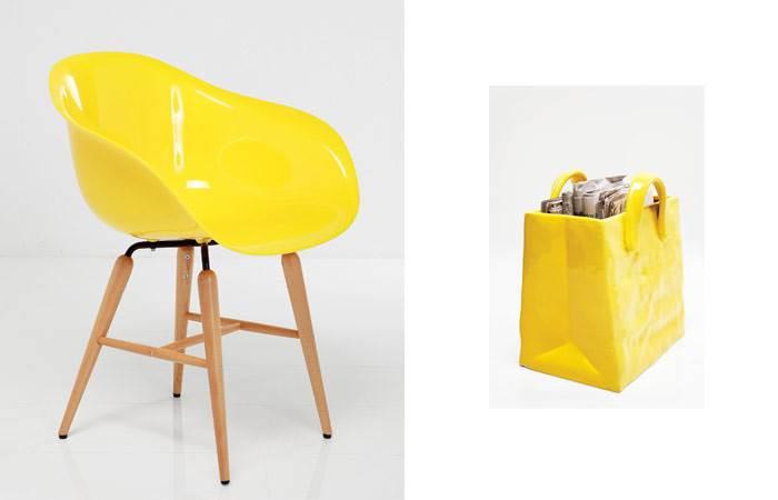 כסא ARMSET FORUM WOOD ותיק חרסינה לאחסון עיתונים. צילום: פיטר יורגן. להשיג ב KARE DESIGN.