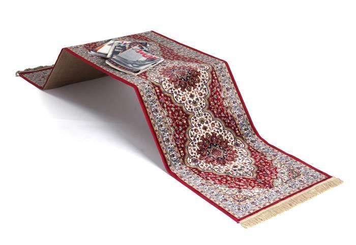 CAR:PLEAT- שולחן שטיח איקוני בעיצובם של הילי ורועי. צילום: אבי ולדמן.