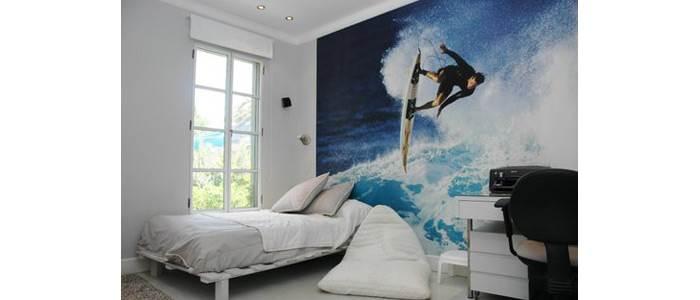 גלים, גלשנים, סירות ועוד- בעיצוב חדרי נוער אפשר לשלב גם תמונות בטפט מעוצב. חדר בעיצובה של אלקה רימר