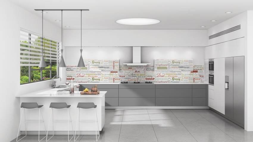 חיפוי זכוכית למטבח של בלורן בשילוב טיפוגרפיה צבעונית. ניתן לשלב פתגמים ומשפטים מעוררי השראה. צילום: יח