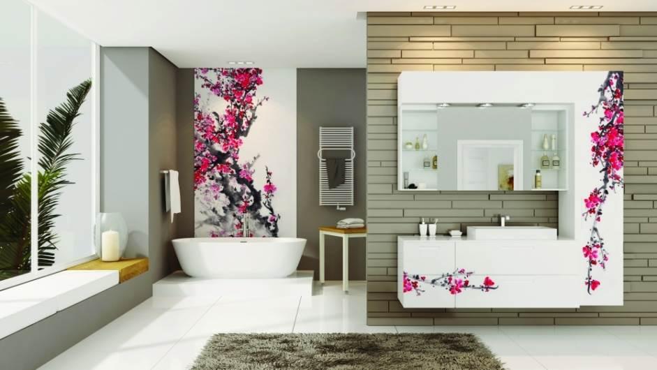 אסתטיקה מודרנית: חיפוי אמבטיה מזכוכית של בלורן במראה של פריחה יפנית. צילום: יח
