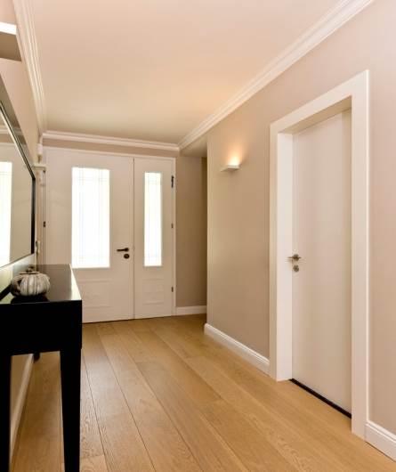 דלתות פנים של דלתות פנדור - עיצוב נקי עם בידוד אקוסטי ועמידות למים